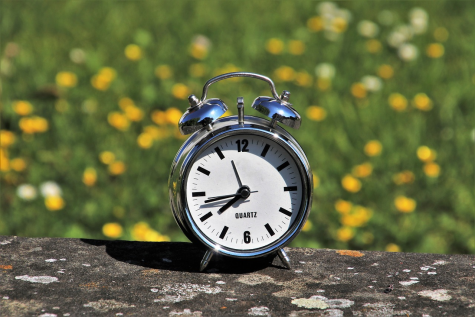 Photo credit:  https://pixabay.com/photos/daylight-saving-time-watchlist-3382879/