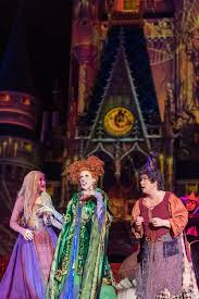 Photo credit: https://disneyparks.disney.go.com/blog/galleries/2015/10/7-photos-of-the-hocus-pocus-villain-spelltacular-that-will-put-a-spell-on-you/