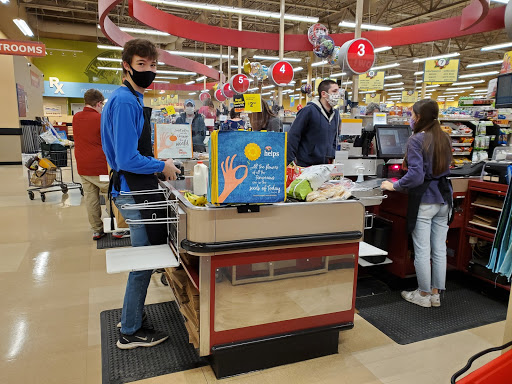 Dylan Koval ('21) and Kayleigh Sweeney ('20) hard at work at the St. Albans' Hannaford.  Photo credit: Larissa Hebert